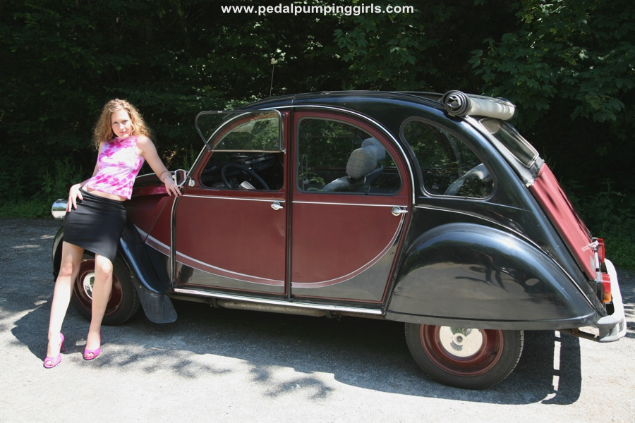 citroen 2cv ente duck and vw beetle bug cranking video